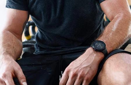 El reloj deportivo Polar Vantage M con programas de running baja en Amazon a los 179,95 euros, su precio más bajo en meses