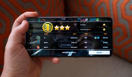 Samsung Galaxy A80 Uso Juego 01