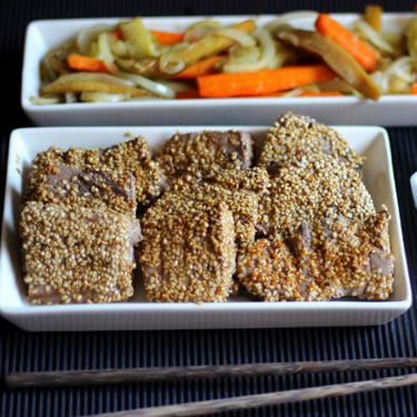 Atún al estilo oriental con verduras salteadas, receta para una cena en pareja