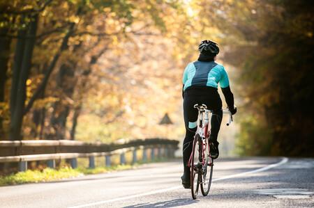 Portabicis, navegadores GPS, zapatillas de ciclismo y otros accesorios que necesitarás si quieres sumar kilómetros en bicicleta este 2021