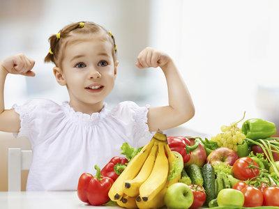 Siete maneras de que los niños coman más fruta y verdura