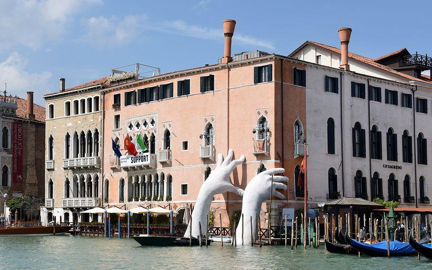 Resultado de imagen de Lo mejor de la Bienal de Venecia: arte, pasión, impacto y el protagonismo de una ciudad eterna