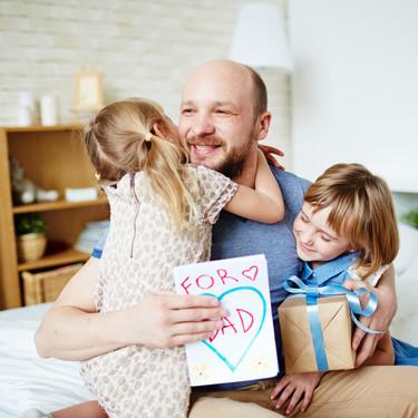 Un Día del Padre diferente: cómo celebrarlo en familia y homenajear a papá sin salir de casa