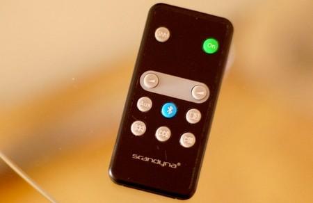 Este es el mando a distancia incluido en la caja