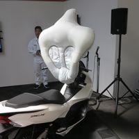 La seguridad en los scooters va a subir de nivel: Honda tiene listo un airbag para motos pequeñas