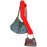 Colgador de bolsos con forma de brazo