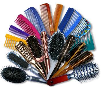 Tipos de peines y cepillos que debes utilizar según tu peinado