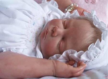 Muñecos idénticos a recién nacidos
