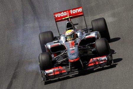 Lewis Hamilton durante los libres del GP de Brasil de F1 2010