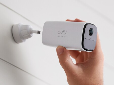 Eufy lanza en España la SoloCam E20, una cámara de exteriores con WiFi, sirena, 8 GB para guardar los vídeos y batería para 4 meses