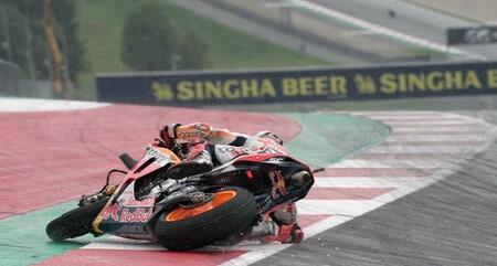 Marc Márquez corrió infiltrado en Austria y estuvo peleando por la victoria hasta que se cayó en la lluvia
