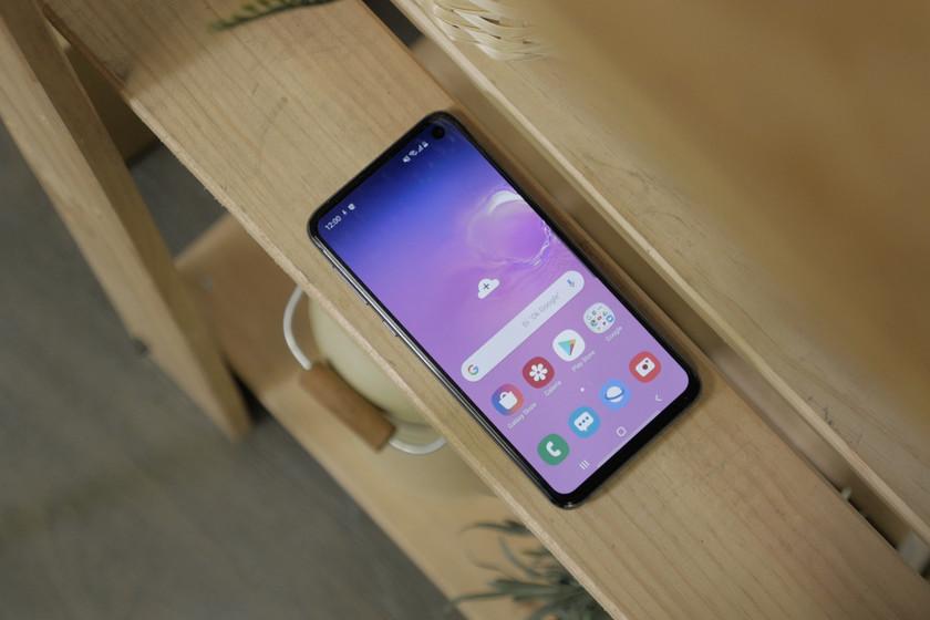 Un informe estima la mayor bajada de la fidelidad al iPhone desde 2011, con Samsung beneficiándose de ello
