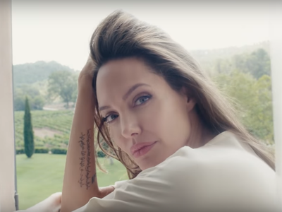 Esto es Notes of a Woman, el precioso vídeo de Guerlain protagonizado por Angelina Jolie