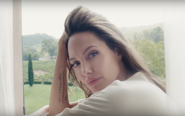 mon guerlain notes of a woman angelina jolie