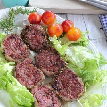 Brochetas espirales de carne picada con especias, receta de aperitivo