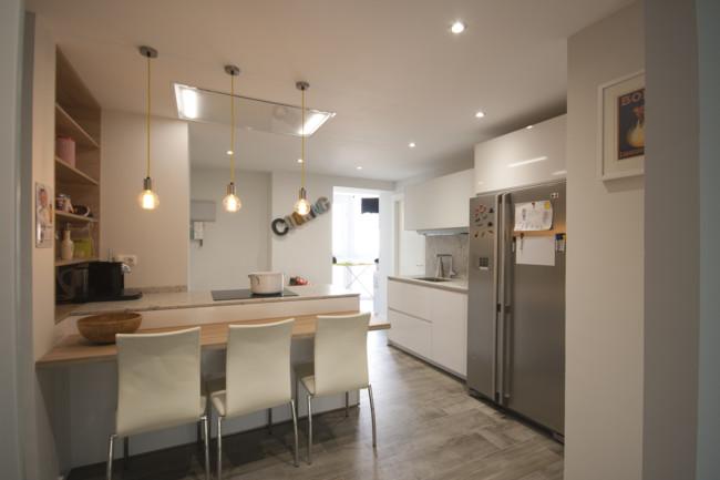 Cocinas Blancas Pequenas Con Peninsula Diseno Santos Brezo 2
