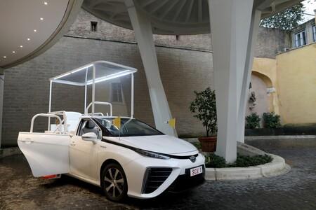 Un Toyota Mirai se ha convertido en el nuevo Papamóvil cero emisiones
