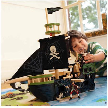 Barcos y muñecos 'pirata' de madera para que los niños y las niñas jueguen: están en El País de los Juguetes
