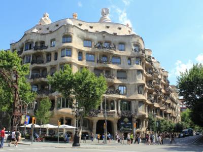 Barcelona sigue endureciendo las medidas contra Airbnb y amenaza con nuevas multas