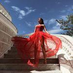 Dulceida pone el toque de pasión con su vestido de invitada en rojo de 5.300 € para la boda de María Pombo