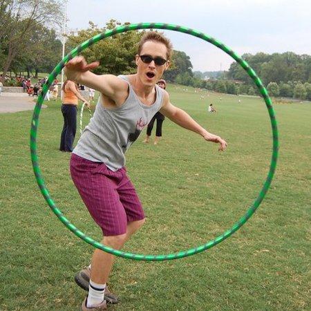 El hula hoops: no sólo para trabajar la zona media