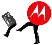 """Motorola desecha la ranura de tarjetas microSD en sus novedades: """"No es necesaria"""""""