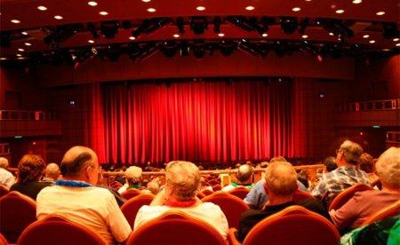 """Algunos teatros americanos ofrecen """"asientos para twitteros"""" para aquellos que quieran twittear en directo"""