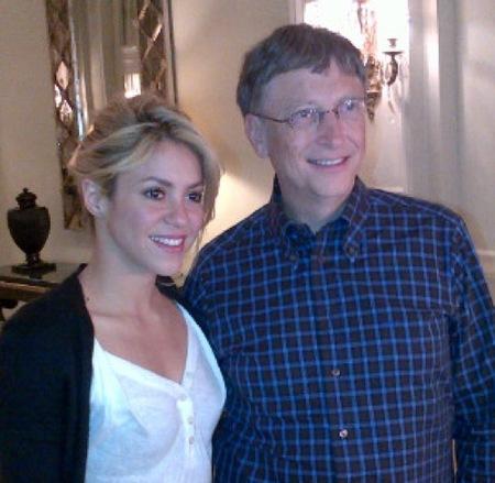 Piqué se despista y Bill Gates le quita el sitio al lado de Shak