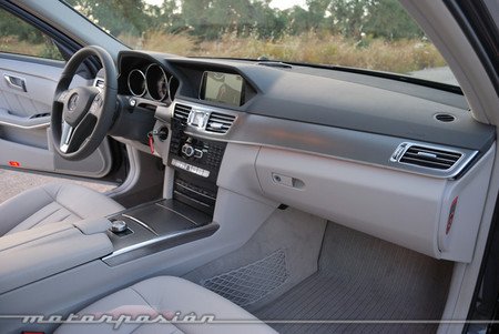 Mercedes-Benz E 220 CDI interior