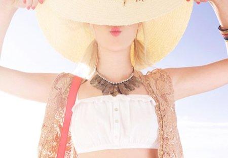 Bershka, catálogo Primavera-Verano 2011: moda para chicas y chicos