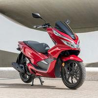 Las matriculaciones de scooters de 125 cc salvan el mes de agosto pero el acumulado de ventas de motos sigue en negativo