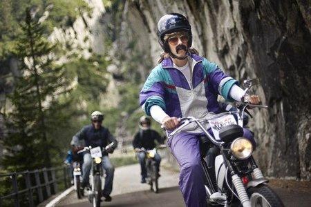 Ciclomotores en los Alpes con Red Bull