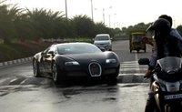 Bugatti Veyron vs. resalto talla XXL