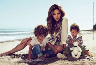 Jennifer López imagen de Gucci con sus hijos