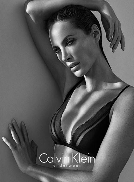 Calvin Klein Underwear campaña Otoño-Invierno 2013/2014 con Christy Turlington Burns