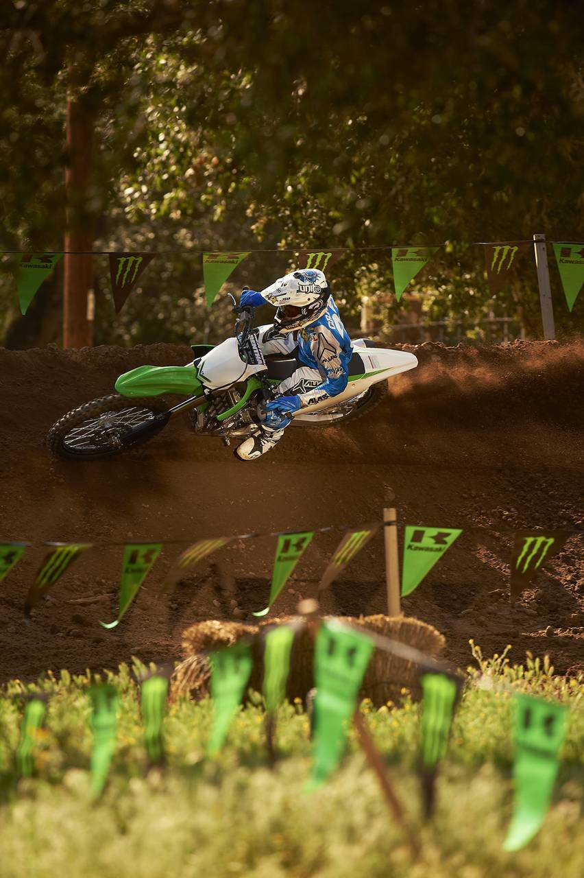 Foto de Nueva Kawasaki KX450F 2013: de la experiencia del AMA Supercross y Motocross a tu garaje (Acción) (10/42)