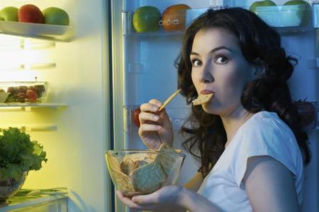 Eliminar el picoteo puede ser suficiente para perder peso
