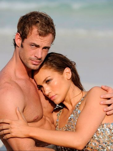 William Levy capea, esquiva y torea al personal