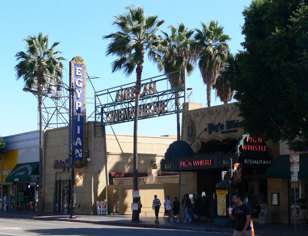 El nuevo movimiento de Netflix como compañía cinematográfica: comprar un legendario cine hollywoodense, según Deadline