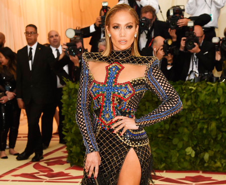 Gala MET 2018: Jennifer Lopez luce así de espectacular con un perfecto Balmain