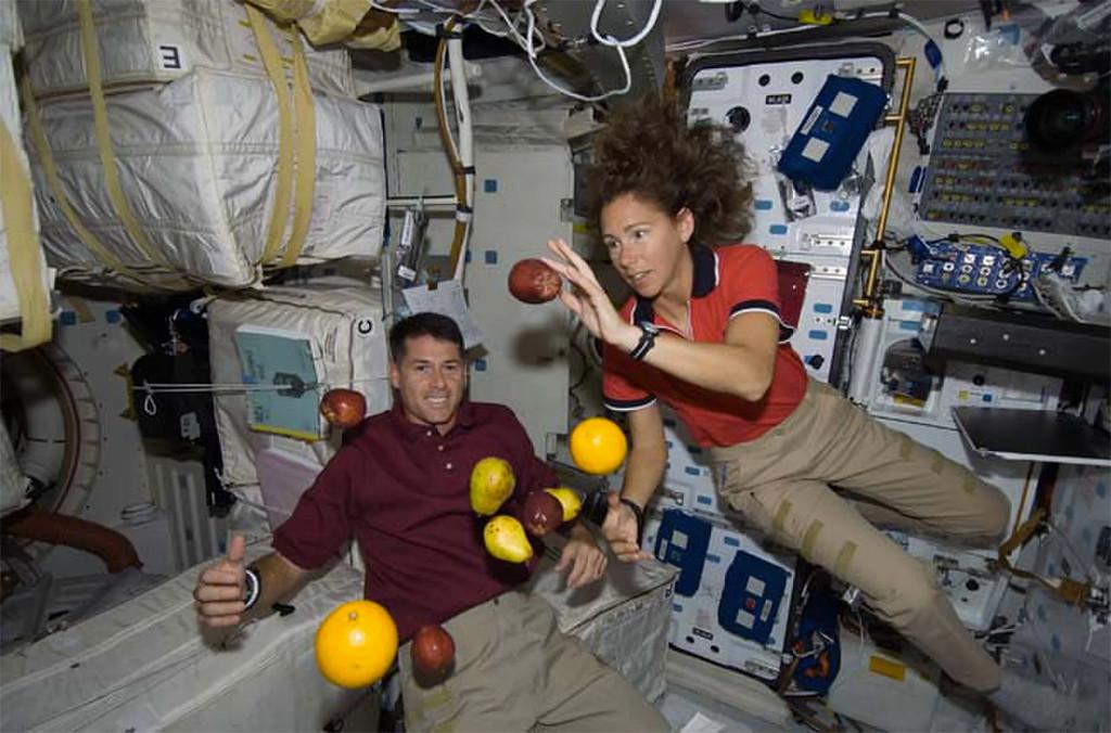 Comer en el espacio