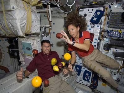 Comer en la Estación Espacial Internacional es distinto, pero variado: de los brownies a la termoestabilización