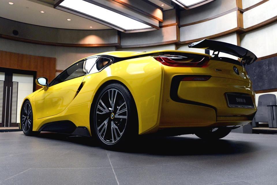 Foto de BMW i8 amarillo (13/16)