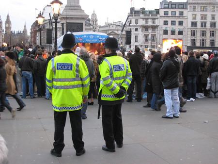 Y la medida estrella de la policía de Birmingham contra los robos de motos es... poner papeles