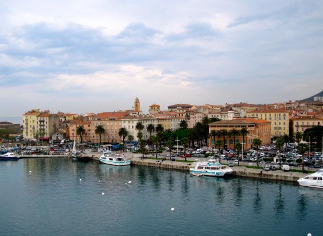 Ajaccio desde el puerto