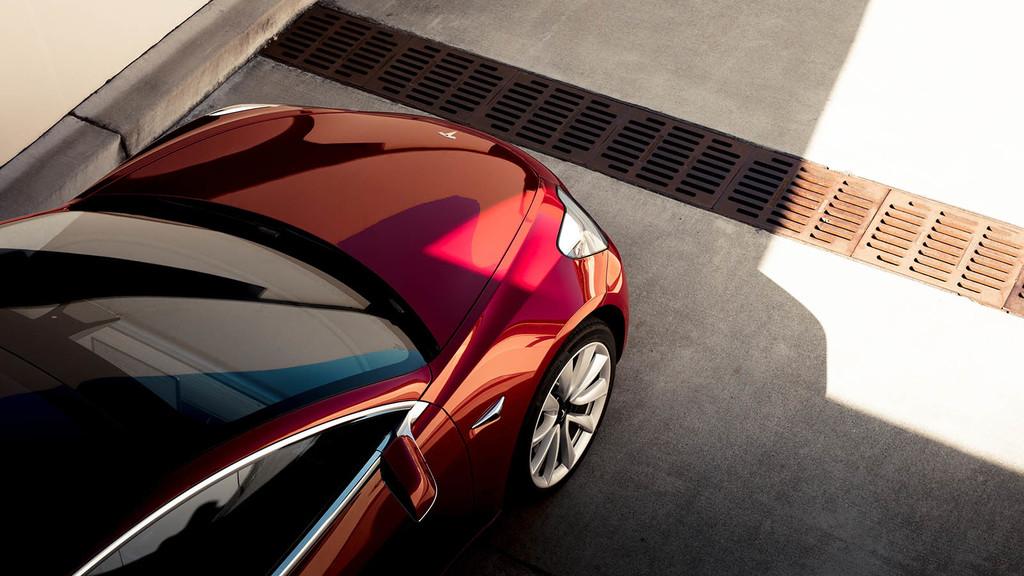 Tesla Model 3 bloomberg