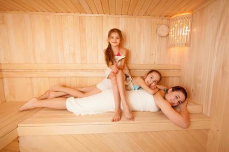 Familia en el spa