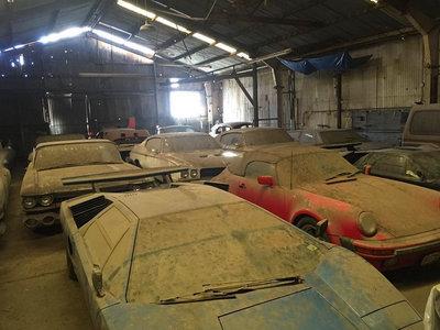 ¡Ellos nunca lo harían! ¿Cómo acaban tres Lamborghini Countach y un Porsche 911 Speedster abandonados en un granero?