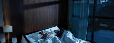 """Esta cama ideada por Ford llega cargada de tecnología para evitar que nuestra pareja nos """"robe"""" espacio en el colchón"""