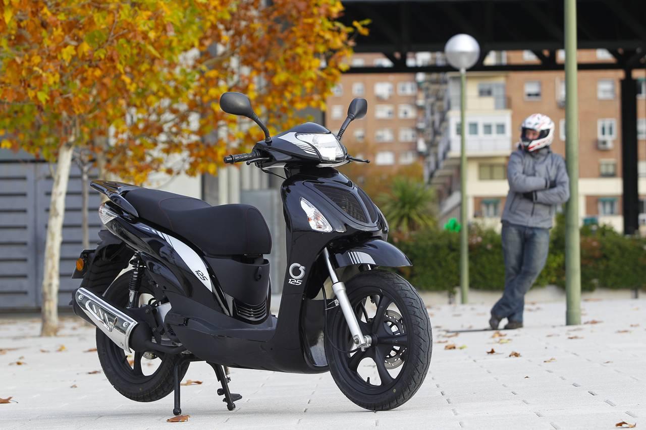 Foto de MX Motor C5 125, primer scooter de rueda alta de la marca española (37/53)